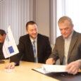 Eile allkirjastasid AS-i Saarte Liinid juhatuse esimees Ants Tammleht ja Läti Vabariigi Mersragsi sadama juhatuse esimees Janis Budreika ning projektijuht Lauris Karlsons partnerluslepingu sadamate arendamiseks.