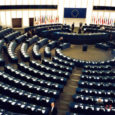 Euroopa Parlamendi hiljuti avalikuks saanud salajases dokumendis sisalduvad andmed ülisuurtest kulutustest. Sealhulgas on kulutused välisesinduste ülalpidamiseks ja konsultatsioonideks. Kõigest sellest kirjutab Itaalia ajaleht Corriere della Sera.
