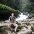 Jätkub Aarne Mägi reisikiri. Neli sõpra-reisiselli Aarne Mägi, Märt Meos, Allan Kaldoja ja Ants Lusti jätsid jõulupühade aegu külma Eestimaaga hüvasti ja põrutasid otse Ameerika-maale. Sihtkohaks Guatemala ja Belize. Eelmises osas jõudsid nad oma teekonnal Placenciasse.