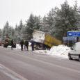 Eile hommikul sõitis Kuivastu maanteel Kaali tee ristis teelt välja suur veoauto. Inimesed õnnetuses kannatada ei saanud.