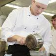 """Esmakordselt Kuressaare ametikoolis toimunud teise ja kolmanda kursuse kokaeriala õpilaste üleriigilistel võistlustel """"Kokakunst Kuressaares"""" saavutasid väga häid tulemusi ka kohaliku ametikooli õpilased ise."""