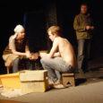 """Teisipäeval esietendub Kuressaare Linnateatris Tim Jansoni kirjutatud näidend """"Kartulimoos ehk Chelsea win"""", mille on lavastanud varemgi Kuressaare Linnateatriga koostööd teinud Jaak Allik."""