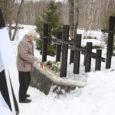 Eile südapäeval kogunes Kudjape kalmistul oleva küüditatud saarlaste mälestusmärgi juurde umbes kolmkümmend inimest, peamiselt need, keda märtsiküüditamine isiklikult puudutanud oli.