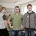 Tauno, Andres ja Markus Kuressaare gümnaasiumi 10.b klassist näitasid 1. aprillil, kuidas ollakse riides, kui koolis on tõeline pahupidi päev. Selline päev oli õpilaste endi idee, mis on nüüd saanud juba traditsiooniks.