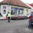 Teisipäeval kella 11 ajal sõitis helebeež Žiguli Kuressaare linnas Lasteaia tänavale pargitud autol külje mõlki ja seejärel põgenes sündmuskohalt.