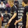 Eesti meesjuunioride võrkpallikoondis, kuhu kuuluvad ka Mihkel Tanila ja Timo Tammemaa, alistas EM-i valikturniiril Portugalis Soome tulemusega 3 : 0.