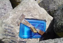 Salapärane tabalukustatud kivi jahisadama muulil