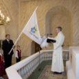 Täna 20-aastaseks saava Tuulte Roosi lasteaia lipp õnnistati läinud reedel EELK Kuressaare Laurentiuse kirikus. Sündmust oli kaema tulnud kirikutäis lasteaialapsi – nii praegusi kui ka endisi. Nii mõnestki esimeste lendude lasteaialõpetajast on nüüdseks saanud juba ise lapsevanemad, kes on oma lapsed Tuulte Roosi lasteaeda viinud.