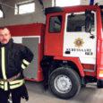 Kui tulekahju korral kihutab sireenide huilates ja tulesid vilgutades õnnetuskohale Kuressaare päästeteenistuse suur punakollastes värvides paakauto, mille sisemuses 10 tonni kustutusvett, siis teadke, et selle masina on puhtalt iseenese tarkusest ja oma kätega valmis ehitanud vanempäästja Aldo Lõhmus (47).