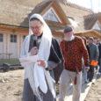 Laupäeva ennelõunal avati Muhus Hellamaa külas mitmesaja inimese osavõtul Tihuse hobuturismitalus muinaskultuuri kohvik.