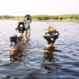 Ühel kaunil kevadpäeval kutsuvad kolm hakkajat saarlannat lehemehe villasse nimega Driver Kuressaare golfiväljaku ääres. Tõsi küll, kokkusaamise algatas ikkagi ajakirjanik. Selleks andis põhjuse möödunud suve 26. augusti Oma Saarest loetu. Toona andis Raul Vinni lugejaile teada kolmest daamist, kes tegid matkates mööda rannikut Saaremaale 12 aastaga tiiru peale.