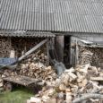 Ööl vastu 12. maid tungisid vargad Valjala vallas Sakla külas otse elumaja akende all olevasse kõrvalhoonesse ja varastasid sealt tööriistu 42 500 krooni väärtuses.