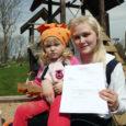 Pihtla vallas elavat perekonda tabas tõeline jahmatus, kui nende kaheaastane tütar sai Prantsusmaalt kirja seoses seal käimasoleva Estonia huku kohtuprotsessiga.