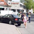 Autojuhi ootamatu terviserike põhjustas eile hommikul Kuressaare kesklinnas avarii, BMW paiskus vastassuunavööndisse ja sealt kõnniteele. Liiklusõnnetuse tagajärjel keegi vigastada ei saanud.