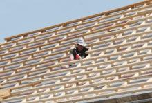 Ehitajatel peab katusel kiiver peas olema