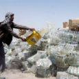 Afganistani patriootide löögi alla on sattunud alkohol, kirjutab Saksamaa kvaliteetleht Die Welt. Kohalik politsei ei halasta neile, kes müüvad, ostavad või tarbivad alkohoolseid jooke. Õigusrikkumiselt tabatud isikud peavad kas maksma trahvi, minema vangi või siis – lausa rabav karistus maal, kus Washingtoni juhitav väekontingent püüab juurutada läänelikke demokraatlikke traditsioone – karistatakse neid 60 piitsahoobiga.