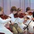 14.–16. mail toimusid Stockholmis nii rahvusvaheline konkurss viiuli- ja klaverierialal ning ansamblitele kui ka II rahvusvaheline laste muusikafestival. Et esialgse plaani põhjal ei pidanud üritused ajaliselt teineteist segama, valmistusid Kuressaare muusikakooli keelpillimängijad ka konkursiks. Kui vahetult enne ürituste algust selgus, et konkursi ja festivali toimumise ajad kattuvad, tuli teha valik, milleks osutus festival. Küll aga tuli õpetaja Laine Sepal täita lubadus osaleda konkursi žürii töös.