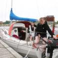 17. aprillil väikesel Tilda-nimelisel jahil Hamburgist merereisi alustanud Nora Anders ja Kristine Brügge keerasid pühapäeva õhtul sisse ka Kuressaare jahisadamasse. Kuigi väljamaa jahte seisab sadamas teisigi, on Tilda puhul eriline see, et noorukesed meresõitjad on üks 19- ja teine 20-aastane.