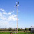 Saaremaa ühisgümnaasiumi abiturient Aado Toomsalu tegi koolilõpu uurimustöö tuulegeneraatori valmistamisest oma majapidamises ning ehitas töö käigus koduhoovi 9,5 meetri kõrguse tuuliku, mis juba mõnda aega eduliselt funktsioneerib.