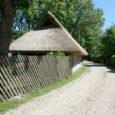 Leisi vald loobus Angla külatänava viimisest mustkatte alla, kuna tee pigitamine ei ole kõigile külaelanikele meeltmööda.