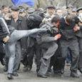 Selle nädala alguses sai selgeks, et vägivald Kõrgõz-stanis on väljunud võimude kontrolli alt. Nädala keskpaiku laekunud andmetel on selles Kesk-Aasia riigis rahutuste tagajärjel hukkunud juba paarisaja inimese ringis, paar tuhat on saanud vigastada ja kümned tuhanded on pagenud Usbekistani. Kuid asjatundjate arvates on tegelik hukkunute arv palju suurem. Väärstatistika üks põhjusi on ilmselt see, et islami tavade kohaselt tuleb surnud inimene matta ühe ööpäeva jooksul. Seega matavad paljud pered oma hukkunud sugulased kiiresti, ilma et surm kuskil registreeritaks.