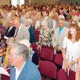 Saaremaa ühisgümnaasiumi kokkutulekule oli eile, veidi enne piduliku aktuse algust registreerunud 230 vilistlast, kuid kohale jõudis neid tunduvalt enam.