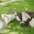 Maikuu lõpus lõhuti Kärlal Käesla rüütlimõisast pärit massiivne kivivaas ning lõhkuja kohta pole senimaani mingit infot.
