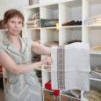 Tänane jutt on ühest tublist ja ettevõtlikust naisest Liene Saarest (39), kes on sündinud ja kasvanud Lätis, tänu laulmisele Saaremaale sattunud, kõikide raskuste kiuste lõpetanud siin ülikooli ning peab juba mitmendat aastat Kuressaares kauplust Campenhausen, kust saab osta Saaremaa linast kangast, millele on trükitud rahvusmustrid.