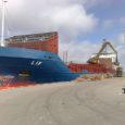 Saaremaa sadamasse jõudnud Norra lipu all sõitev kaubalaev pahandas eile keskkonnaminister Jaanus Tamkivi. Saaremaa sadamas, mis asub Natura 2000 vööndis, ei ole lubatud tegeleda kaubaveoga, on minister veendunud.