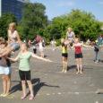 Spordiseltsi Kalev suurel võimlemispeol läinud nädalavahetusel osalenud 5000 võimleja hulgas olid ka 16 Saaremaa kodutütart ja noorkotkast Laimjalast ja Tornimäelt.