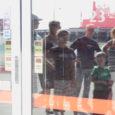 Suur oli klientide pettumus, kui nad hirmsa kuumaga pärast tööd Kuressaare Maximasse jõudsid ja selle ukse suletuna leidsid.
