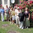 Kuressaare linnapea Urve Tiidus ühes linna kodukaunistamise komitee liikmetega andis eile pidulikult üle tänavused Kauni Kodu stipendiumid ja tunnustust tähistavad majamärgid. Tegemist oli järjekorras 33. ülelinnalise heakorrakonkursiga.