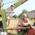 Neljapäeval alustas talunik Jaan Sink Valjalas Tõnija küla maadel varajase odra koristustöödega. Nädal varem tegid sama kandi mehed Andres Kurgpõld ja Kaido Kirst algust talirüpsi koristusega.