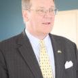 """Reedel ja laupäeval külastas Saare maakonda Ameerika Ühendriikide suursaadik Michael C. Polt koos abikaasaga. Eelmise aasta lõpus ametisse määratud suursaadik oli Saaremaal esimest korda ning kohtus siin Kuressaare linnapea ja Saare maavanemaga, tutvus kohalike ettevõtetega ja nautis suure ooperifännina Saaremaa ooperipäevadel """"Figaro pulma"""" etendust."""