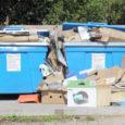 Saarte Hääle toimetuse poole pöördunud linnakodanik tõi välja probleemi Kuressaare avalike prügikonteineritega. Nimelt on pea iga tuulisema ilmaga konteinerite ümbrus risu täis.