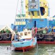 AS-i Eesti Vesiehitus sajatonnise tõstevõimega ujuvkraana Viiking tõstis eile Soela väina põhjast üles Saare Kaluri furtsellaarialaeva Liina, mis uppus 9. juulil.
