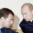 """Sel nädalal kommenteerisid poliitilised vaatlejad palju Venemaa presidendi Dmitri Medvedevi avaldust, et ta ei oska öelda, kas 2012. aasta valimistel kandideerib tema või peaminister Putin või """"veel keegi kolmas"""". Asjatundjad oletavad siiski, et tegemist oli vaid kavala sõnademänguga, sest """"keegi kolmas"""" ei haaku kuidagi praeguse režiimi plaanidega. Nii Venemaa president kui ka peaminister on sunnitud laveerima, et mitte anda stampvastuseid küsimusele, mida nende käest sageli küsitakse."""