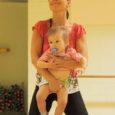 Kuressaare spordikeskuse aeroobikasaalis toimus eile keskuse viienda sünnipäeva puhul esmakordselt babyfit-treening, mida juhendas tuntud bodyfitnessi-treener Kadri Kuusik Tallinnast. Koos oma aasta ja kahe kuu vanuse pisitütre Ramaelaga tõi ta ka spordikeskusse kokkutulnud emmedele sära silmi.