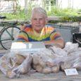 Kuigi turulettidel jagub praegu kaupa aia- ja metsamarjadest kõikvõimalike puu- ja juurviljadeni, on nii mõnegi kaupleja sõnul kõige minevam kaup Saaremaa mesi ja küüslauk.