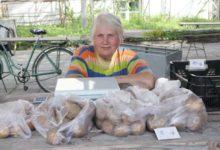 Turul on kuum kaup värske küüslauk ja kohalik mesi