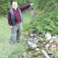 Ettepanek kirjutada pikem lugu Saaremaa kiviaedadest tuli Saarte Hääle toimetuselt mulle vaid paar päeva enne seda, kui mõlemas kohalikus ajalehes ilmus teade, et kiviaia materjali varujad on rüüstanud Saaremaa teadaolevalt suurimat, Võhma kivikalmet. Uudis iseenesest polnud ju üllatav, sest mitmesuguste pärandkultuuriobjektide ja ka kaitstavate loodusmälestiste rüüstamine on taas märgatavalt hoogustunud sestpeale, kui kiviaedade ehitamiseks ja taastamiseks on PRIA kaudu hakatud toetust maksma. Üllatas ehk vaid see, et kohaliku ja üle-eestilise uudisekünnise ületamiseks pidi ohvriks langema niivõrd oluline ajaloomälestis.