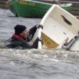 """Laupäeval toimus Kuressaare jahisadama abajas taas kord vahepeal kaks aastat pausi pidanud """"Vanade kalade purjetamisvõistlus"""", kus vähemalt 25-aastased purjetajad võtavad üksteiselt mõõtu Optimist-klassi paatides."""