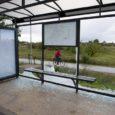 Kuressaares Marientali teel lõhuti nädalavahetusel klaasist bussiootepaviljon, millega tekitati linnale hinnanguliselt 10 000 krooni kahju.