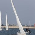 """Laupäevasel """"Jäätükkidega võidu"""" regatil panid Saaremaa avamerepurjetamise hooajale punkti 9 jahti. Vananaistesuveliku ilmaga sõideti Suures Katlas asuvate meremärkide vahel 3-miilisel distantsil kolm võistlussõitu. Puhus vaikne kagutuul 2–4 meetrit sekundis."""