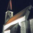 Pühapäeva õhtul säras Kihelkonna Mihkli kirik esimest korda tuledes – eelmise aasta sügisel ellu äratatud idee varustada pühakoda kujundusvalgustusega, realiseerus kiriku nimepäevaks.