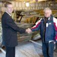 Eile allkirjastasid Orissaare vallavanem Aarne Põlluäär ja Eesti meremuuseumi direktor Urmas Dresen koostööleppe, mille eesmärk on tagada Maasilinna laevavrakile parimad säilimise ja eksponeerimise tingimused tuleval aastal avatavas Lennusadama muuseumis.