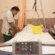 Haiglate liidu juht Urmas Sule rääkis hiljuti ERR-i eetris, et majandusraskustesse sattunud inimesed võivad jääda õigel ajal arstiabita, kuna jätavad suuri ravikulusid kartes arsti poole lihtsalt pöördumata. Tuge saab selles osas aga kohalikelt omavalitsustelt.