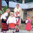 """Muhus saavad eeloleval nädalalõpul teoks 24.–26. maini kestvad saarte laste pärimuskultuuri päevad, et folkloorihuvilised lapsed saaksid õpitud laule-tantse teistega jagada. Kokku on tulemas ligi 80 põhikooliealist noort. """"Pärimuskultuuri päevade eesmärk […]"""