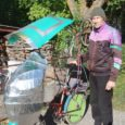 Endine tippjalgrattur, Eesti koondmeeskonnas sõitnud Ivar Mones konstrueeris ja ehitas endale katusega jalgratta, millega on jalgratturi enda sõnul mõnus sõita vihmaste ilmade korral.