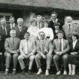 1. oktoobril 1990. aastal taastasid Muhu vald ja Kuressaare linn Eestis esimestena omavalitsuse staatuse. Oli veel käsil Nõukogude võimu viimane aasta ja vastavaid tunnistusi tuli poolpilvisel sügispäeval Muhusse ja Saaremaale tooma Eesti NSV ülemnõukogu presiidiumi esimees Arnold Rüütel.